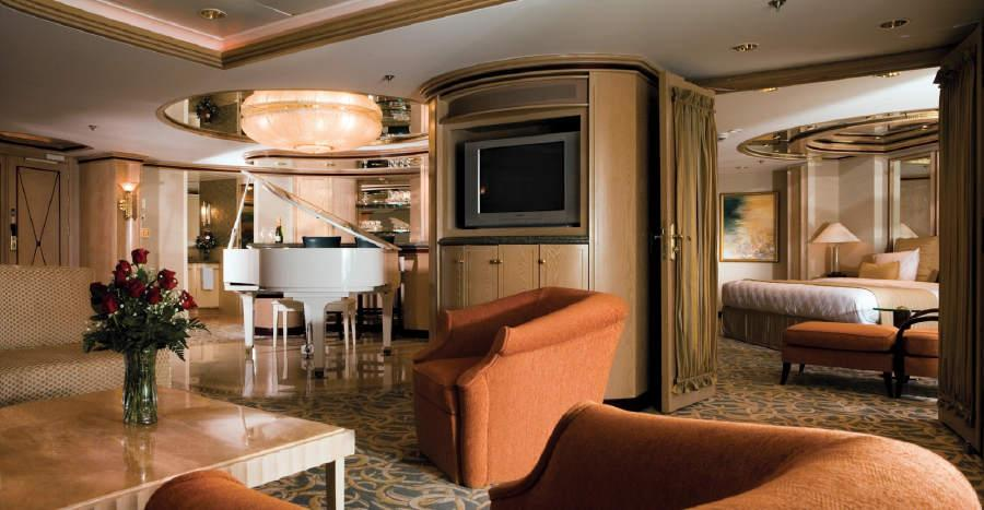 royal-caribbean-symphony-of-the-seas-owner-suite.JPG